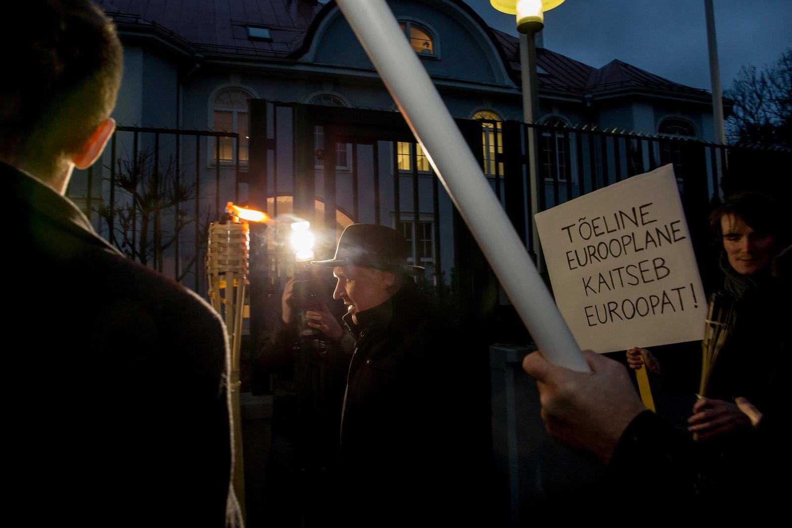 Sinise Äratuse noored protestisid Mistralide müügi vastu