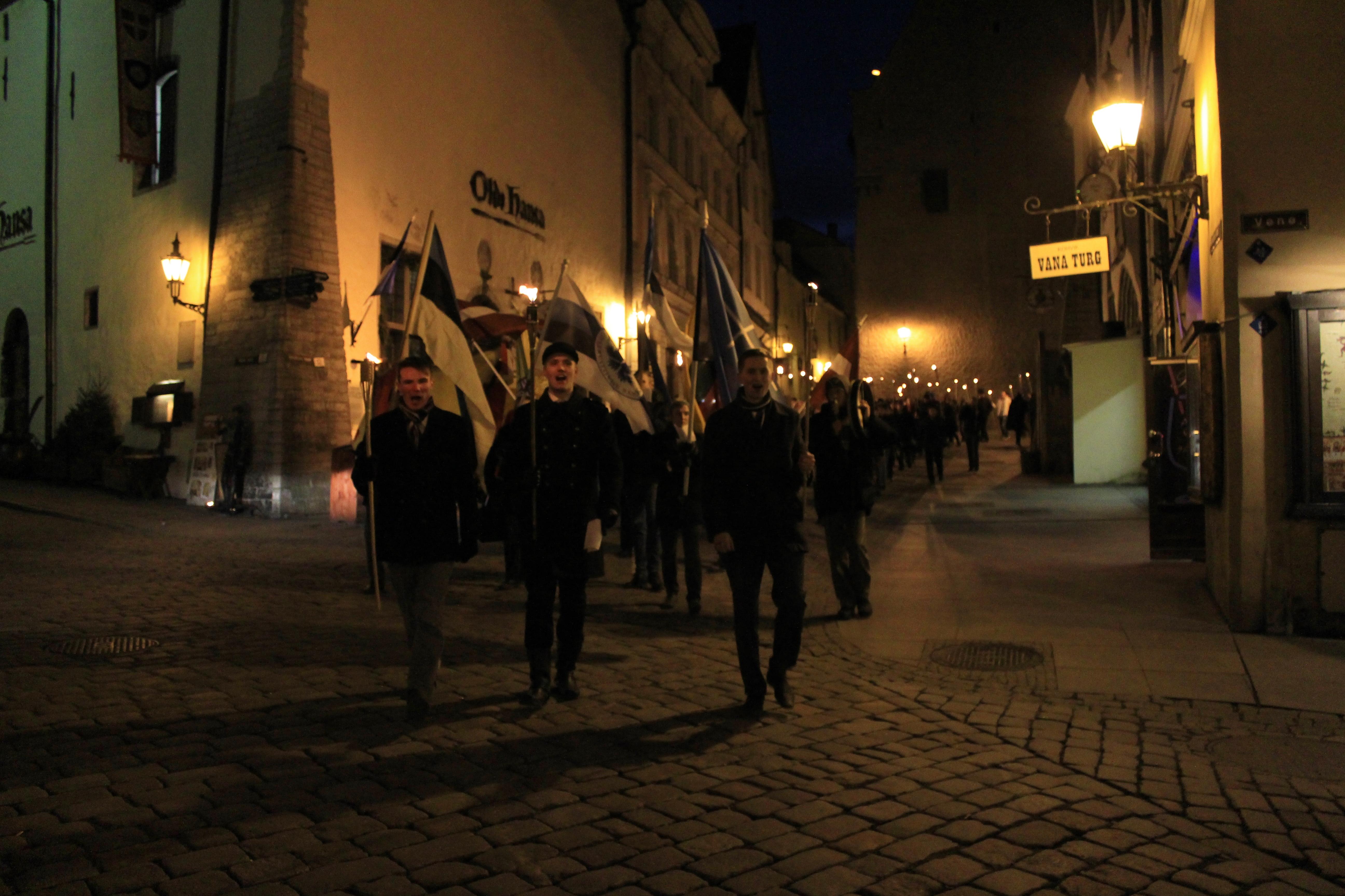 Rahvuslik noorteliikumine korraldas Tallinnas tõrvikurongkäigu