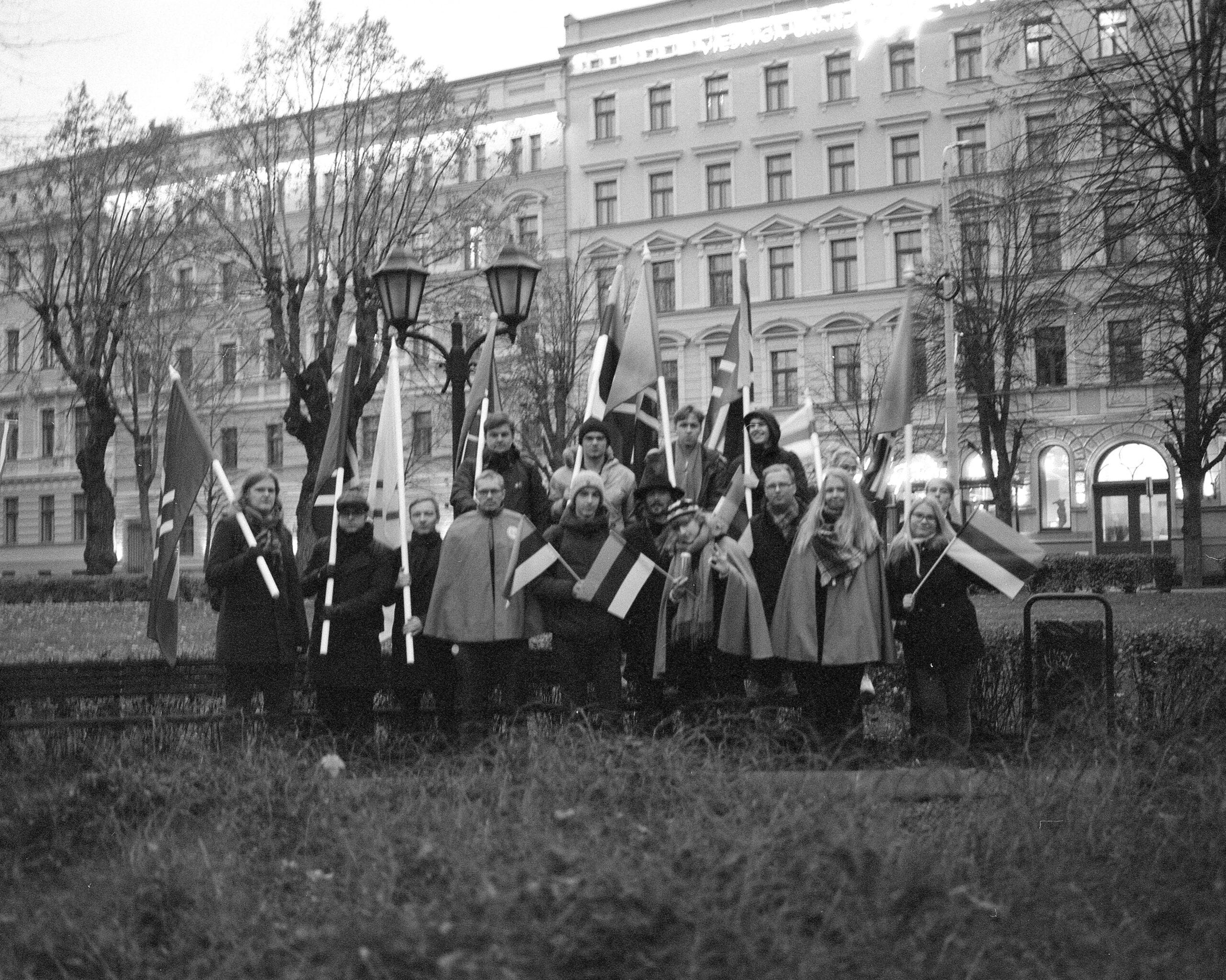 18. novembril toimus Läti iseseisvuspäeva tõrvikurongkäik, kus osales ka Sinine Äratus